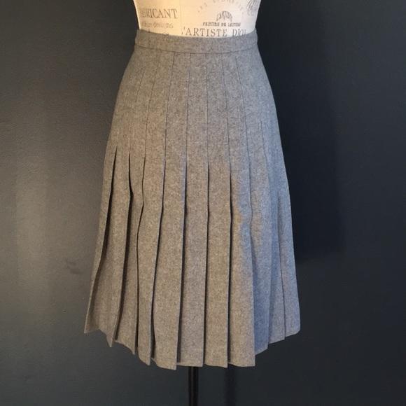 19d2d231832440 Vintage Valentino Wool Pleated Skirt. M_5a523edccaab448804009ef9